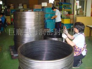 大直徑氟橡膠骨架油封|專業制作大尺寸非標骨架式密封圈